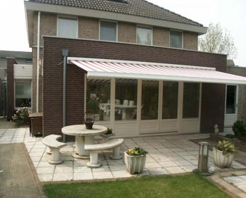 Uitbouw woonhuis met terrasdeuren