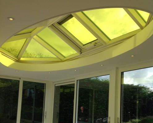 Serre met rond dak, gele dakplaten