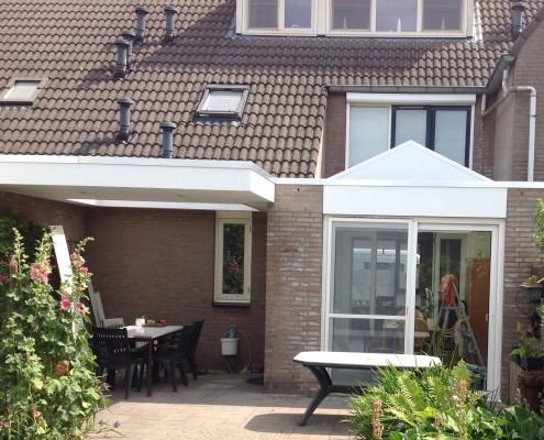 Nieuwe situatie: Serre met glazen dak in puntvorm en veranda
